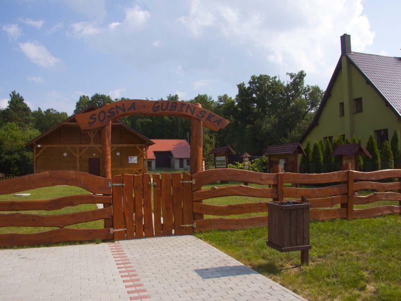 """Ilustracja do informacji: Budynek Edukacji Ekologicznej - """"Sosna Gubińska"""" w Dzikowie"""